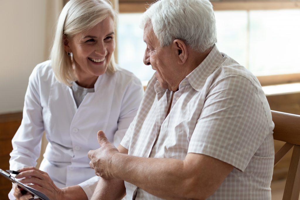 ældre mand omsorg patient